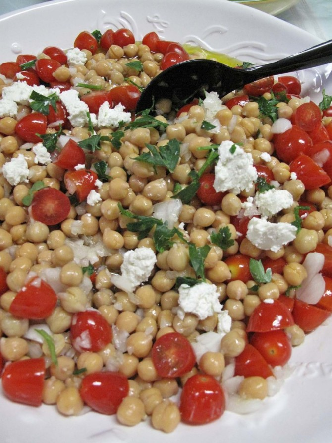 Greek-Garbanzo-Tomato-and-Feta-Salad-768x1024